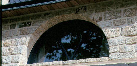 Minco-fenêtre-cintrée_bois-alu
