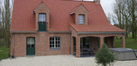 Minco_maison-en-brique_menuiseries-petits-bois_bois-alu