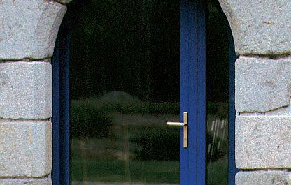 Minco_porte-d_entrée_vitrée_cintrée_bois-alu